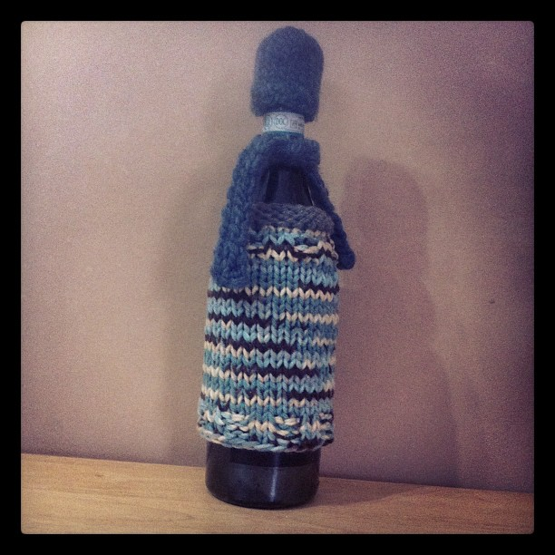 Wine sweater with scarf and hat